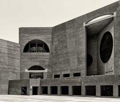Louis Kahn, Cemal Emden · Indian Institute of Management Ahmedabad Louis Kahn Architecture, Brick Architecture, School Architecture, Amazing Architecture, Architecture Details, Louis Khan, Building Structure, Brutalist, Ahmedabad