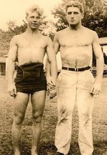 Community: 20 Sweet, Tiny Vintage Photos Of Gay Couples Vintage Couples, Cute Gay Couples, Vintage Love, Vintage Men, Lgbt Couples, Art Gay, Photos Originales, Before Us, Man Photo