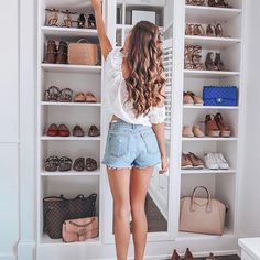 56 Best Modern Dressing Rooms For Women Style Small Closets, Dream Closets, Short Outfits, Stylish Outfits, Style Année 80, Southern Curls And Pearls, Woman Cave, Closet Designs, Closet Bedroom