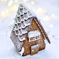 How to make a gingerbread house? Christmas Sweets, Christmas Morning, Christmas Baking, Xmas, Christmas Diy, Sweets Recipes, Veggie Recipes, Cake Recipes, Make A Gingerbread House