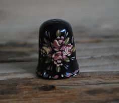 Vintage china thimble - Hand painted - Black thimble floral design