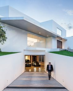 This Ecuadorian Mansion Comes With A Ridiculously Cool Underground Garage | UltraLinx