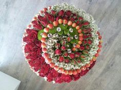 Definition of Biedermeier - A structured bouquet made up of concentric circles of different flowers. Unique Flower Arrangements, Unique Flowers, Different Flowers, Centerpiece Decorations, Floral Centerpieces, Flower Decorations, Rama Seca, Little Flowers, Arte Floral