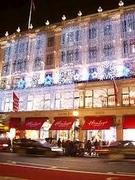 Information for London tourists that wish to visit Hamleys toy shop. This website provides information on all notable London attractions. London Christmas Lights, Christmas Time, English Christmas, Xmas, Christmas Shopping, Harrods, Big Ben, London With Kids, London 2016