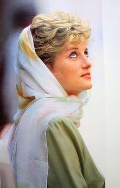 With just a scarf showing, you know there is an unique style of Princess Diana.