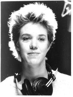 Carrie Hamilton  morreu de cancro no  pulmão e no cérebro em Los Angeles em 20 de Janeiro de 2002