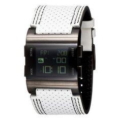 Reloj digital grande (3.70 mm de diametro), con correa ancha de piel blanca calado con pespuntes en negro,incluye cronografo,luz,temporizador y 4 alarma www.relojesplatayacero.com