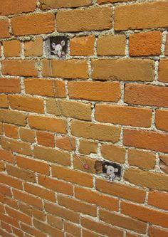 Chalk Art by David Zinn. David will attend the NoLimit street art festival in Bo… Chalk Art by David Zinn. David will attend the NoLimit street art festival in Borås, Sweden sept Murals Street Art, 3d Street Art, Street Art Graffiti, Street Artists, Graffiti Wall, Wall Mural, David Zinn, Land Art, Amazing Street Art