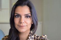 Marina, do @2beauty, mostra como esconde suas olheiras nesse tutorial.