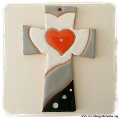 Art CC1 croce con cuore cm 13,5 Cross Art, Crosses, Biscotti, Polymer Clay, Clip Art, Prints, Home Decor, Painted Crosses, Books Of Bible