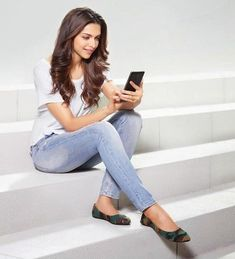 #DeepikaPadukone in Axis Bank add #CelebrityStyle