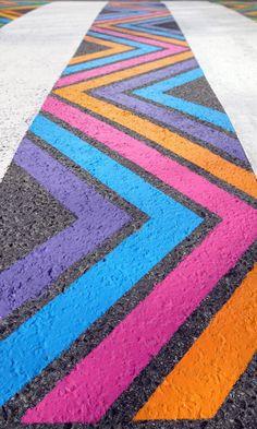 Artist Christo Guelov decorates the crosswalks in Madrid 3d Street Art, Street Art Graffiti, Graffiti Artists, Chalk Design, Sidewalk Chalk Art, Architecture Art Design, Chalk Drawings, Graffiti Lettering, Sculpture Art