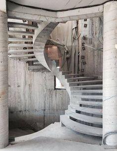 Round stairs design stairways ideas for 2019 Spiral Stairs Design, Home Stairs Design, Interior Stairs, Concrete Staircase, Curved Staircase, Spiral Staircases, Rustic Stairs, Modern Stairs, Round Stairs
