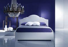 Camera da letto blu e bianca
