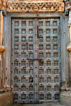 Apartment door entrance india 49 super Ideas - Image 5 of 25 Old Door Knobs, Indian Doors, Apartment Door, Cool Doors, Pooja Rooms, Antique Doors, Main Door, Entrance Doors, Painted Doors