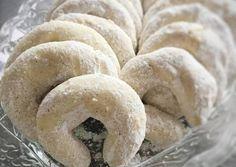Mandulás hókifli, a megunhatatlan nasi :-) recept lépés 4 foto Hungarian Cookies, Small Cake, Bagel, Fudge, Food To Make, Cake Recipes, Biscuits, Muffins, Food And Drink