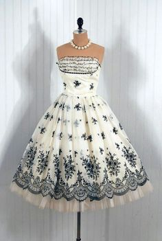 Vintage party dress, love black and white