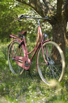 Retro with a touch of modern - the perfect bike for Cambridge! Old Bicycle, Bicycle Art, Old Bikes, Bicycle Decor, Velo Vintage, Vintage Bicycles, Tricycle, Pink Bike, Summer Dream