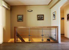 Garde-corps d'étage en bois, inox et verre Retrouvez tous nos garde-corps d'étage en bois sur www.escaliers-passionbois.com/fr/escalier