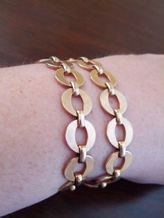 Check out this item in my Etsy shop https://www.etsy.com/listing/180279776/great-modern-looking-gold-tone-bracelet