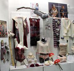Vetrina accessori halloween ottobre 2015 - negozio di intimo lingerie sexy, accessori maschera halloween e pigiama da donna a Milano