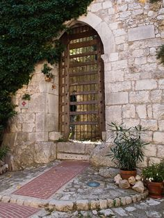 A 13th century entrance and gateway in La Turbie - Alpes Maritimes