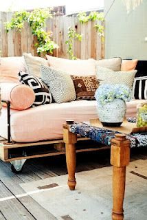 Outdoor DIY Pallet Daybed Couch