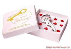 Der Schlüssel zu meinem Herzen als Geschenkidee. Mit Wunschgravur in Schmuckschachtel erhalten. Beim Schlüsseldienst einen Haustürschlüssel machen lassen.