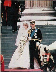 Princess Diana Wedding Dress, Princess Diana Rare, Princess Of Wales, Charles And Diana Wedding, Prince Charles And Diana, Royal Wedding 1981, Royal Weddings, Spencer Family, Lady Diana Spencer