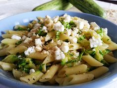 Pasta con Zucchine, Feta Greca e Mandorle