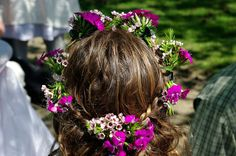 passengers on a little spaceship: may day hair garland using hair clips