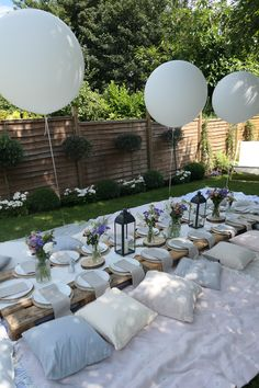 Garden party decorations, dinner party decorations и dinner party table. Boho Garden Party, Garden Picnic, Backyard Picnic, Summer Garden, Garden Party Wedding, Summer Picnic, Backyard Birthday Parties, Picnic Birthday, Picnic Theme