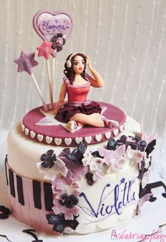 Violetta cake by Wondercakes Factory