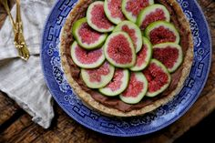 petite kitchen: RAW FIG TART WITH MILK CHOCOLATE GANACHE & ALMOND DATE CRUST