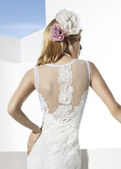 Vestidos de noiva com costas bordadas em renda delicada e fina #yolancris #casarcomgosto