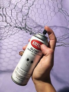 Just added this to my to-do list! This diy home decor is perfect for Halloween! Chicken wire is a great material to use for diy upcycle holiday crafts and decor. Halloween Lawn, Halloween Ghosts, Halloween Crafts, Halloween Decorations, Holiday Crafts, Halloween 2020, Fall Decorations, Halloween Wreaths, Halloween Displays