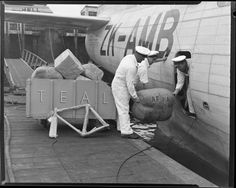 Crew loading freight into Tasman Empire Airways Ltd Catalina flying boat, ZK-AMB Nz History, Air New Zealand, Flying Boat, Air Lines, Air Travel, Auckland, Boats, Aviation, Empire