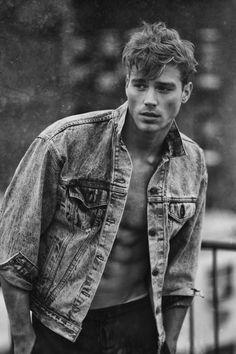 michaelaelmquist:Matthew Noszka by ... malemodelsbeauty.... by j.mp/Tumbletail #fitnessinspirationHot
