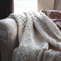 Wonderfully soft, cuddly, chunky knit throw just like a huge Aran jumper! Great warmth factor, great comfort factor (it just has to be cuddled) Sofa Bed Throws, Sofa Throw, Baby Shawl, Chunky Knit Throw, Chunky Yarn, Cashmere Throw, Thing 1, Knitted Throws, Wool Throws