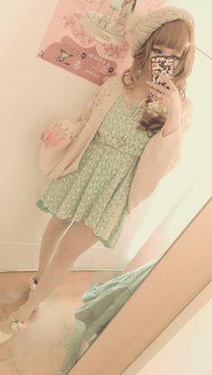Sweet Gyaru ,cute outfit: Baggy sweater + short flowy dress.