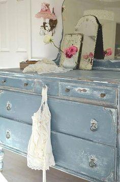 Love this blue dresser. So shabby chic ! Shabby Chic Interiors, Shabby Chic Bedrooms, Shabby Chic Furniture, Vintage Furniture, Black Interiors, Romantic Bedrooms, Handmade Furniture, Rustic Furniture, Shabby Chic Kitchen
