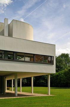 Villa Savoye, Poissy, France by Le Corbusier :: 1928