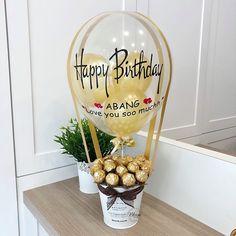 Balloon Basket, Balloon Box, Balloon Gift, Balloon Flowers, Balloon Bouquet, Air Balloon, Candy Bouquet Diy, Diy Bouquet, Birthday Balloon Decorations