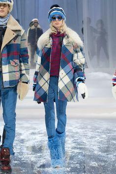 Moncler Grenoble Fall 2017 Ready-to-Wear Fashion Show Collection Ski Fashion, Fashion Over 40, Fashion Week, Winter Fashion, Fashion Show, Fashion 2017, High Fashion, Womens Fashion Casual Summer, Black Women Fashion