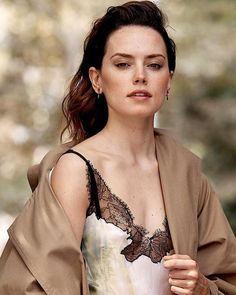 """[NEW/OLD] New pics of Daisy for Glamour magazine photoshoot 2017 Daisy Ridley Star Wars, Daisy Ridley Sexy, Reylo, English Actresses, Actors & Actresses, Star Wars Sequel Trilogy, Star Wars Cast, Beautiful People, Beautiful Women"