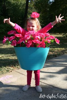 rainbowsandunicornscrafts: DIY Last Minute Halloween Costume: Flower Pot Costume Tutorial from Dukes and Duchesses here. Truebluemeandyou: Or go as a poison ivy or dead/poisonous plants by painting them black/brown. Handmade Halloween Costumes, Fete Halloween, Last Minute Halloween Costumes, Cute Costumes, Holidays Halloween, Homemade Halloween, Halloween Kids, Halloween Crafts, Holiday Crafts