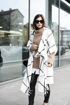 Capes for winter Trends 2018, H&m Trends, Winter Chic, Winter Mode, Autumn Winter Fashion, Winter Trends, Trend Fashion, Fashion Outfits, Womens Fashion