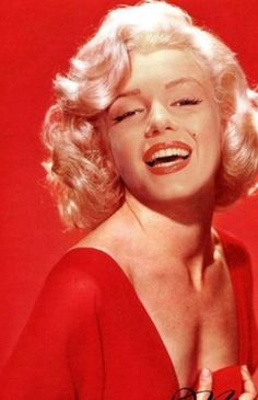 This is a GORGEOUS picture of Marilyn. Id imagine Circa late 50's.