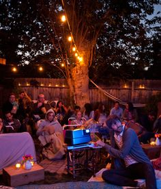 This week I've been sharing the outdoor movie party I hosted with my friend Beth, and today I'm going to give you a full look at how we transformed her tiny backyard into a cozy outdoor living room perfect for movie-watching under the stars. We wanted to Backyard Movie Party, Outdoor Movie Party, Backyard Movie Theaters, Backyard Movie Nights, Outdoor Movie Nights, Movie Theater Party, Movie Night Party, Halloween Movies To Watch, Good Movies To Watch