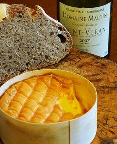De époisses is een Franse kaas, vernoemd naar het plaatsje met dezelfde naam uit de regio Bourgondië. De kaas komt met name uit het departement Côte-d'Or.  Volgens overlevering wordt de kaas sinds de zestiende eeuw in de streek gemaakt. Duidelijk is in elk geval dat in de achttiende eeuw de kaas op de boerderijen gemaakt werd. De kleur van de kaas wordt naarmate de kaas rijper wordt van geel-oranje steeds roder tot uiteindelijk zelfs een steenrode kleur